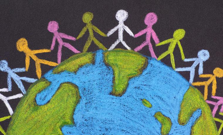 Dibujo del planeta Tierra con muchas personas de distintos colores dándose la mano.